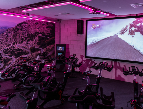 Cycle studio large format screen